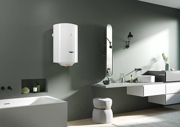 Водонагреватель Ariston PRO1 R ABS 50 V SLIM в ванной комнате