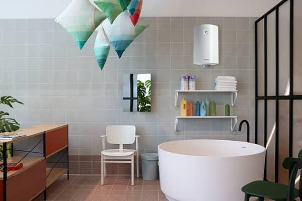 Бойлер Ariston NTS Superlux 50 V в интерьере ванной комнаты