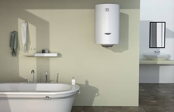 Водонагреватель Ariston PRO1 R ABS 50 V SLIM в ванной