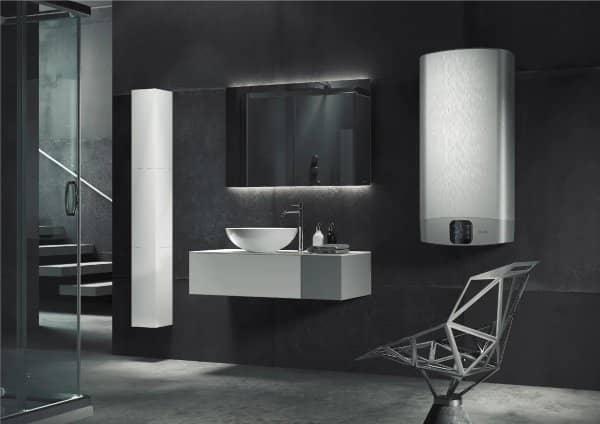 Вайфай бойлер Ariston ABS VLS EVO WI-FI PW 80 V в интерьере ванной комнаты