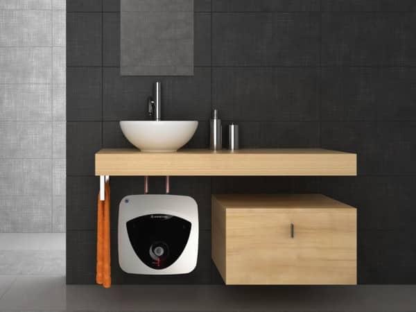 Бойлер Ariston ANDRIS LUX ECO 15 PL EU под мойкой в ванной комнате